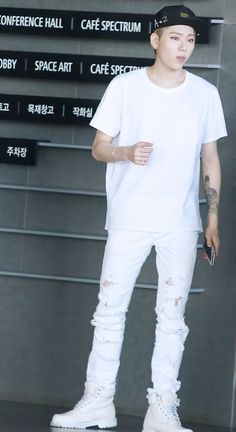 Wow he looks REALLY good in all white... can we talk about his body tho bc even the way he's standing is perfect