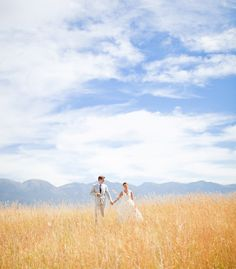 i love wheat grass fields! Must get a picture like this on my wedding day! Scenic Photography, Couple Photography, Wedding Photography, Photography Business, Lifestyle Photography, Photography Poses, Montana Wedding, Chicago Wedding, Wedding Pictures