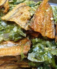 Untuk membuat santap siang lebih bergairah, sajikan olahan ikan asin yang satu ini. Ikan asinnya gurih dibalut sambal hijau yang pedas-pedas asam. Paling serasi berjodoh dengan sepiring nasi hangat. Mau coba?