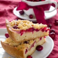 Slow-Cooker Cranberry-Orange Cake from 9 Slow-Cooker Desserts That Are Perfect for Summer slideshow Delicious Crockpot Recipes, Crockpot Dessert Recipes, Crock Pot Desserts, Köstliche Desserts, Slow Cooker Desserts, Cranberry Orange Cake, Orange Dessert, Cranberry Pie, Muffin Mix