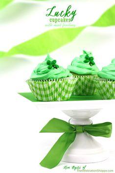 Clover Cupcakes for #StPatricksDay | via @Kim {The Celebration Shoppe}, TheCelebrationShoppe.com