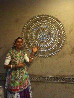 Posts about Lippan kaam written by craftcanvas Clay Wall Art, Clay Art, Mural Art, Wall Murals, Indian Wall Art, Indian Crafts, Wall Drawing, Art N Craft, Mirror Art