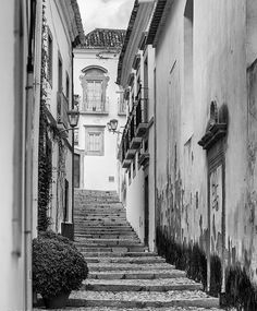<3 In love with my country :: :: :: :: :: :: #street #blackandwhite #noinstafilters #streetphoto #bnw #wall #canon #tavira #algarve #portugal