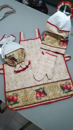 confeccionado tecido nacional 3D, seguintes peças;  1 avental70x64  1 puxa saco 50x66  1 luva  1 pano prato 50x70  1 puxa saco 40x50