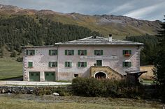 Here`s the new sanctuary at an impressive 1880 metres at the Swiss Bernina pass: Stazione della Posta La Rosa. Hotels, Switzerland, Beautiful Places, To Go, Places To Visit, New Homes, Berg, Mansions, House Styles