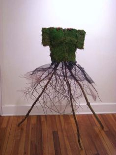 moss dress - has to live with the rest of the mosses.  One could wear this in the Secret Garden.  With a little slip...