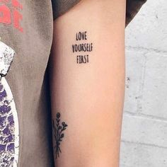 50 Zitate Tattoos für Frauen - Tattoo-Motive tattoo quotes tattoos tattoos tattoo fonts for men meaningful quotes quotes about life quotes latin quotes motivational Dream Tattoos, Mini Tattoos, Trendy Tattoos, Sexy Tattoos, Cute Tattoos, Unique Tattoos, Beautiful Tattoos, Body Art Tattoos, Tatoos