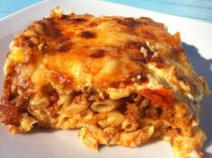moussaka griechisch The Best Greek Pastitsio recipe (Pastichio)! An authentic Greek Lasagna recipe to recreate this traditional delight just like my grandma used to make it. Authentic Greek Lasagna Recipe, Authentic Greek Recipes, Traditional Greek Moussaka Recipe, Traditional Greek Recipes, Bechamel Sauce, Greek Pastitsio, Musaka, Cabbage Casserole, Gastronomia