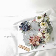 Korean Buttercream Flower, Buttercream Flower Cake, Buttercream Decorating, Square Cakes, Dessert Decoration, Cake Decorating Tutorials, Floral Cake, Sugar Flowers, Fancy Cakes