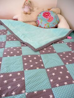 Patchwork blanket The particular Fall/Winter manner offered at Venice Design Week took your again Patchwork Blanket, Patchwork Baby, Crazy Patchwork, Patchwork Quilting, Sewing For Kids, Baby Sewing, Diy For Kids, Baby Knitting Patterns, Sewing Hacks