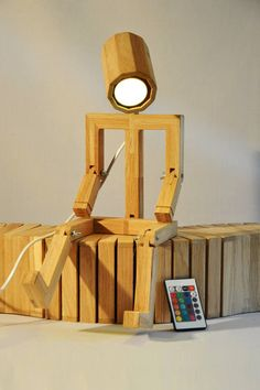 Lámpara de diseño que señora articulada en madera de roble