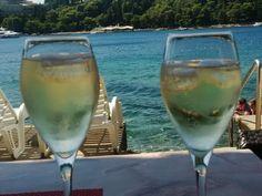 Il tramonto romantico di Cavtat (croazia) #giruland #diariodiviaggio #raccontare #scoprire #condividere #croatia #croazia #mare #spiaggia #sole #barche #barca #ristorante #pesce