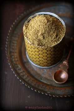 Garam Masala - A quintessential aromatic Indian spice blend that is a breeze to make and is great in curries and soups. Garam Masala Powder Recipe, Masala Recipe, Indian Beef Recipes, Goan Recipes, Spice Blends, Spice Mixes, Indian Soup, Spiced Wine, Paleo