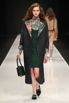 Anteprima Fall 2019 Ready-to-Wear Fashion Show - Anteprima Fall 2019 Ready-to-Wear Fashion Show Anteprima Fall 2019 Ready-to-Wear Collection – Vogue - Fashion Over 50, Live Fashion, Fashion Week, Fashion 2020, Runway Fashion, Womens Fashion, How To Wear Cardigan, Vogue Paris, Couture Details