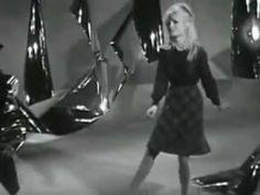 Brigitte Bardot - L'appareil à sous.  https://www.pinterest.com/mayaalexine/musicology/