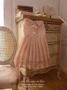 Pink romantic child dress - Accessory for a  French dollhouse at 1/12th scale