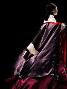 Modern hanbok. Check out EAST for more. #KoreanTextiles #PhotojournalismKorea