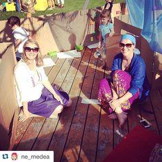 #Repost @ne_medea ・・・ Мы с Аней @vendika в сенсорном гнезде от @prognezdo на фестивале #simpleday2015 в Упсала-парке! Было очень круто! Гнездо пошла на ура и на мой семинар как просто жить с детьми пришло много открытых и любознательных мам! Организацию хочу отдельно отметить! Было волшебно! Аня @ann_chernykh поклон тебе) А на гифт-кроссинге я нашла себе очки, а Соня не ушла без крыльев))