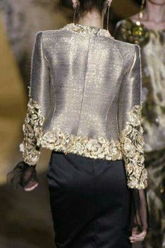 Womens Fashion - Valentino at Couture Fall 2005 - Details Runway Photos Couture Details, Fashion Details, Fashion Design, Classy Outfits, Beautiful Outfits, Terno Casual, Elegantes Outfit, High Fashion, Womens Fashion