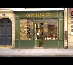 Paris traditional green painted store front 3916 - Welcome to the unedited back catalogue of Alexander James