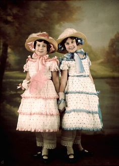 ** quote: denise-puchol: Two Sisters Lumiere Freres (attributed) autochrome Vintage Twins, Vintage Children, Vintage Photographs, Vintage Images, Baby Kind, Beautiful Children, Vintage Beauty, Vintage Colors, Old Photos