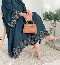 Modest Fashion Hijab, Modern Hijab Fashion, Muslim Women Fashion, Modesty Fashion, Hijab Fashion Inspiration, Islamic Fashion, Abaya Fashion, Dubai Fashion, Runway Fashion