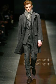 Grey Canali coat (Autumn-Winter 2010-2011). Later season Canali coats lose the pocket flaps. Shame.