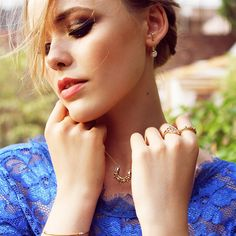 Fashionable Tricks Assure Help You Look Thinner#fashion jewelry#Camellia Choker Pendant Necklace