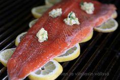 Hellan ja viinilasin välissä: Kalan grillaus - Lohta sitruunapedillä