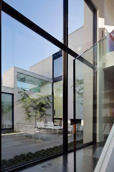 erweiterungsbau mit glas faltwand von solarlux fenster. Black Bedroom Furniture Sets. Home Design Ideas
