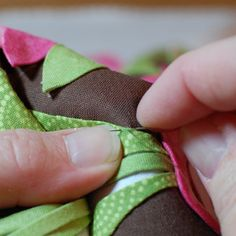Hand appliqué by One Piece at a Time Quilts Great series of applique tutorials! (This has all kinds of video clips. I really need to watch these!)
