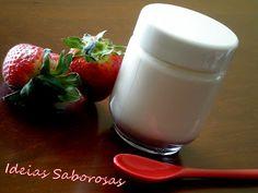 Iogurte com compota de morango