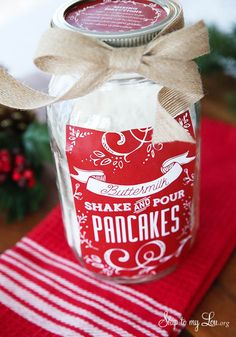Shake and pour pancakes. This would make a perfect gift! #recipe #gift #idea Skiptomylou.org