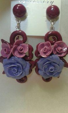 Orecchini intreccio e rose realizzati in porcellana fredda