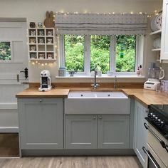 Cottage Kitchens, Home Kitchens, Small Cottage Interiors, Modern Kitchen Design, Interior Design Kitchen, Kitchen Layout Design, New Kitchen, Kitchen Decor, Kitchen Small