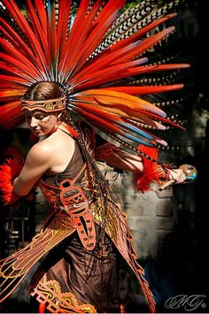 Aztec Dancer with Headdress We Are The World, People Around The World, Native American Art, American Indians, American History, Aztec Culture, Aztec Warrior, Inka, Aztec Art