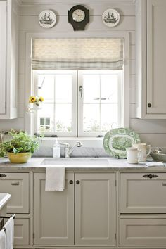 Country kitchen decorating ideas - country designs, comfort and easy living Kitchen Decorating, Cottage Kitchen Decor, Decorating Ideas, Decor Ideas, Cottage Kitchen Backsplash, Wood Backsplash, Cottage Style Kitchens, Herringbone Backsplash, Backsplash Ideas
