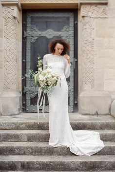 Floral Design: Anna Tereshina Photography - http://www.stylemepretty.com/portfolio/anna-tereshina-photography Wedding Dress: Victoria Rüsche - http://www.stylemepretty.com/portfolio/victoria-rueche Photography: Anna Tereshina Photography - www.tereshina.com   Read More on SMP: http://www.stylemepretty.com/2016/07/28/wedding-inspo-every-minimalist-will-love/