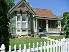 ** DARLING VICTORIAN STYLE HOME COMPLETELY UPDATED ** Single level living…
