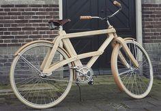 Le vélo a particulièrement le vent en poupe en ce moment, ce qui n'est pas pour nous déplaire. Hormis le bienfait pour la planète, cette « mode » excite la créativité des designers du monde entier. Aujourd'hui je vous présente le Sam Cruiser un vélo en bois dessiné et réalisé par le designer Arnolt van der Sman.