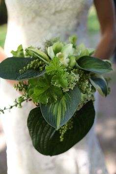 Foliage+is+the+new+Flowers+ +Bridal+Musings+Wedding+Blog+4