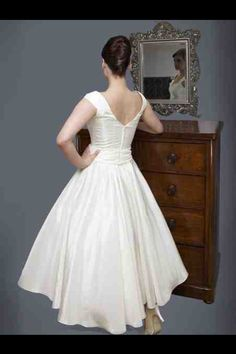 1950s weddin dress from behind
