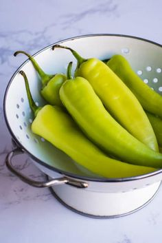 Recipes With Banana Peppers, Sweet Banana Peppers, Canning Banana Peppers, Pickled Banana Peppers, Pickled Cherries, Pepper Jelly Recipes, Stuffed Banana Peppers, Stuffed Sweet Peppers, Home Canning Recipes