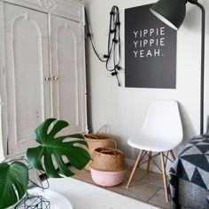 Yippie Yippie Yeah #einrihctung #interior #dekoration #decoration #skandinavisch #scandinavian #poster #zimmerpflanze #eameschair Foto: So.leben.wir