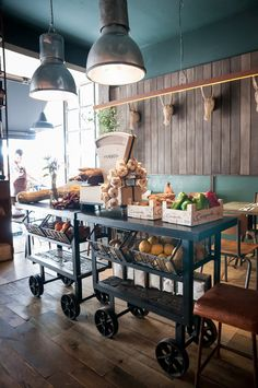 Things That You Need To Know When It Comes To Industrial Decorating You can use home interior design in your home. Bakery Design, Cafe Design, Cafe Restaurant, Restaurant Design, Boutique Patisserie, Kitchen Booths, Design Commercial, Vegetable Shop, Bread Shop