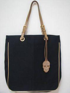 Bolsa de lona com chaveiro caveira