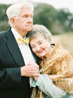 A Love Story 63 Years in the Making Couples Âgés, Vieux Couples, Older Couples, Mature Couples, Couples In Love, Military Couples, Old Couple Photography, Friend Photography, Maternity Photography