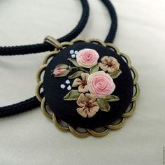 Купить Кулон с вышивкой на шелковом шнуре Романтичная натура - черный, кулон с вышивкой, вышитый кулон