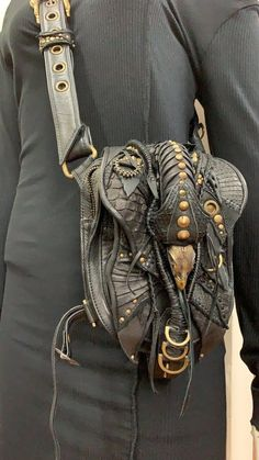 30 Most Hottest Leather Sling Bags These Days – Wlyin Leather Armor, Leather Pouch, Leather Tooling, Leather Totes, Leather Bags, Leather Purses, Steampunk Clothing, Steampunk Fashion, Selling Handmade Items