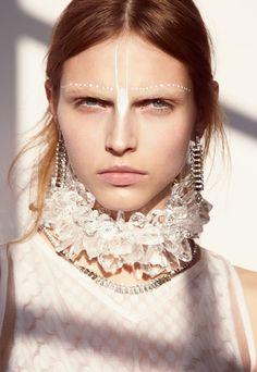 Editorial White Makeup #editorialmakeup